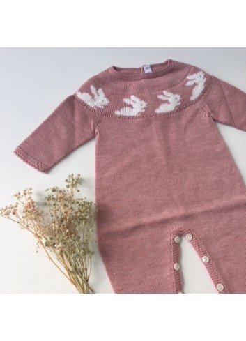 Pelele para bebe ROSA con cenefa de conejitos Paloma de la o