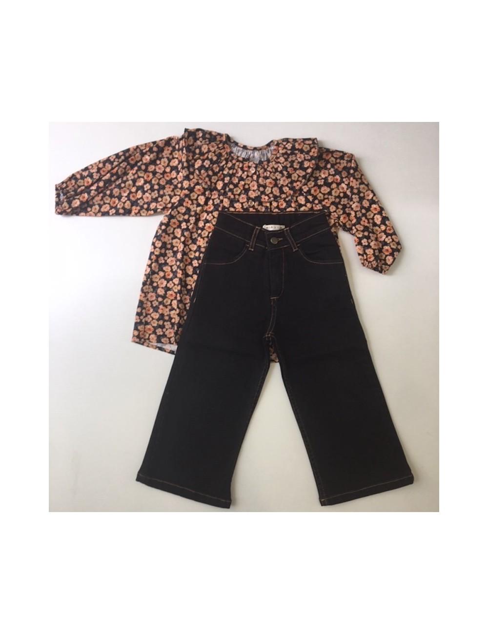 Pantalon tejano negro capri de la marca Mia y Lia