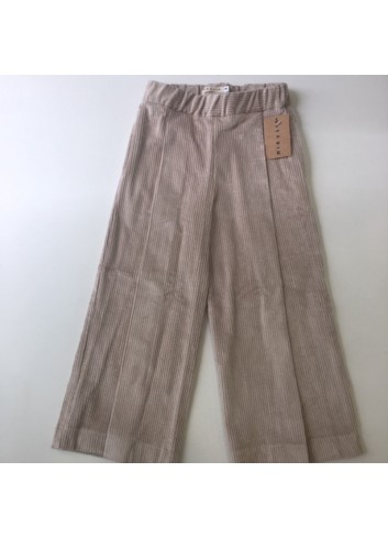 Pantalon capri de pana color arena de la marca Mia y Lia