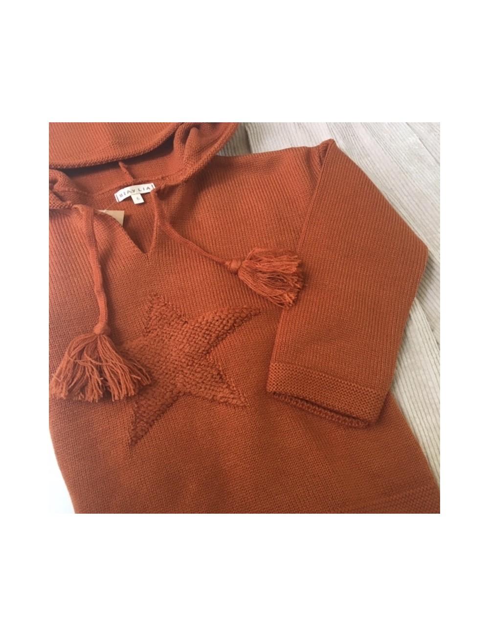 Jersey con capucha y detalle de estrella color caldero dela marca Mia y Lia