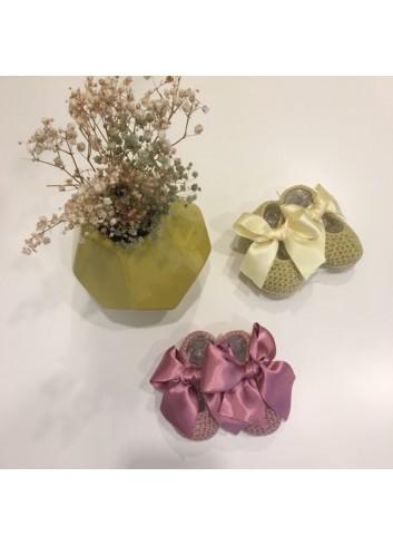 Patucos de punto para recien nacido con lazo de raso en color rosa