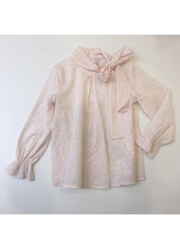 Blusa con estampado de florecitas color caldero y detalle de lazada en el cuello de Paloma de la O