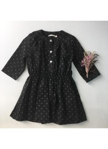 Vestido negro con estrellas plateadas y corte en cintura, de la marca Mia y Lia.
