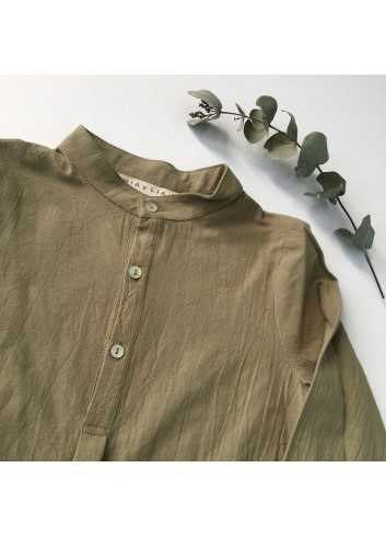 Camisa polera verde de la marca Mia y Lia.