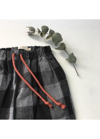 Pantalón de lana cuadros grises de la marca Mia y Lia.