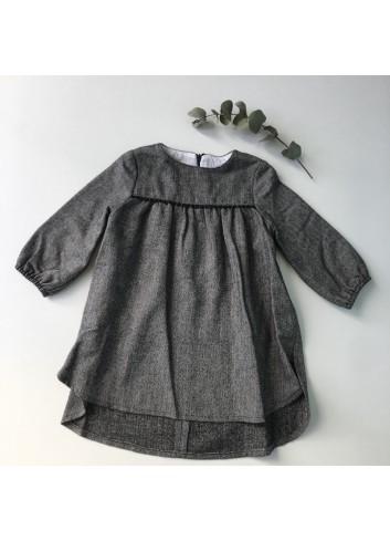 Vestido de espiga gris con corte en la parte del canesú de la marca Mia y Lia.