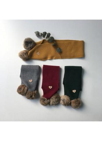Bufanda de punto color ocre con borla natural de la marca Paloma de la O.