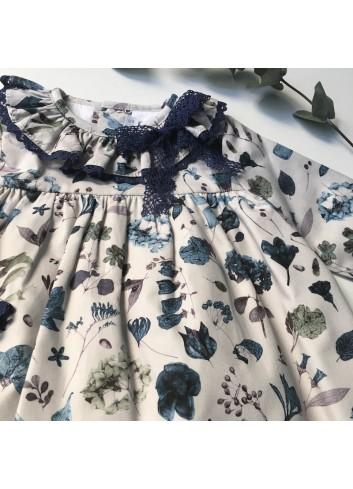 Jesusito de flores azul con braguita de terciopelo marino de la marca Paloma de la O