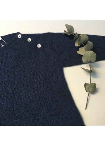 Sueter azul con botones en la sisa de la marca Paloma de la O