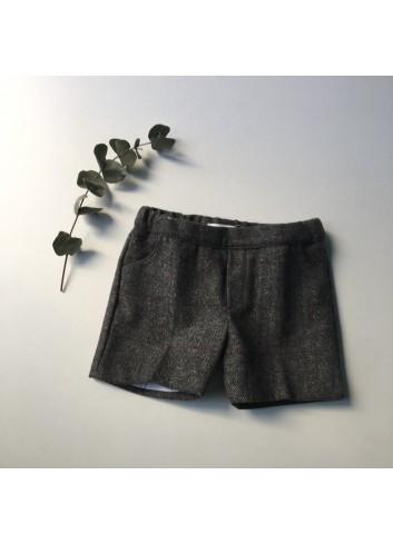 Bermuda gris con cuadros granate