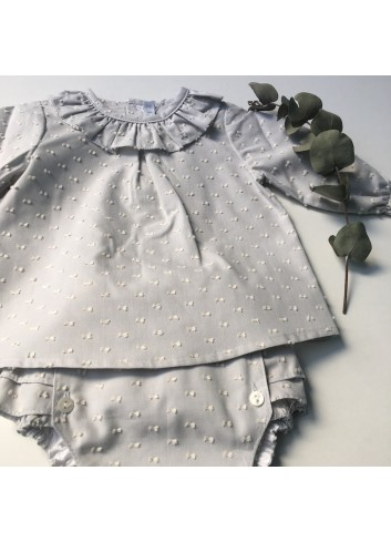 Culetin gris de plumetti con volante de la marca Paloma de la O