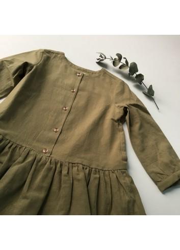 Vestido verde con corte bajo y botones de la marca Mia y Lia