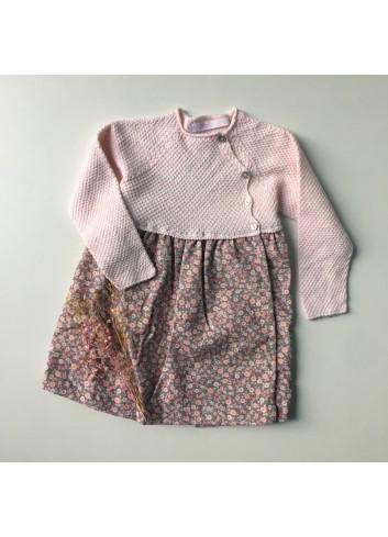 Vestido estampado gris con florecitas rosas y el canesú de punto rosa de la marca Al agua patos