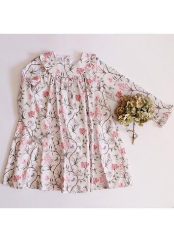 Vestido estampado en tonos rosas de la marca El tocador de Victoria