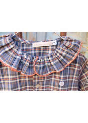 Camisa de cuadros tartán en color indigo con cuello de volante de la marca El tocador de Victoria