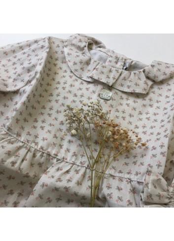 Blusa color tostado clarito con florecitas en rosa de la marca Al agua patos