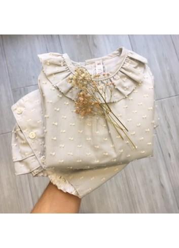 Conjunto culetin y blusa de plumetti gris de la marca Paloma de la O
