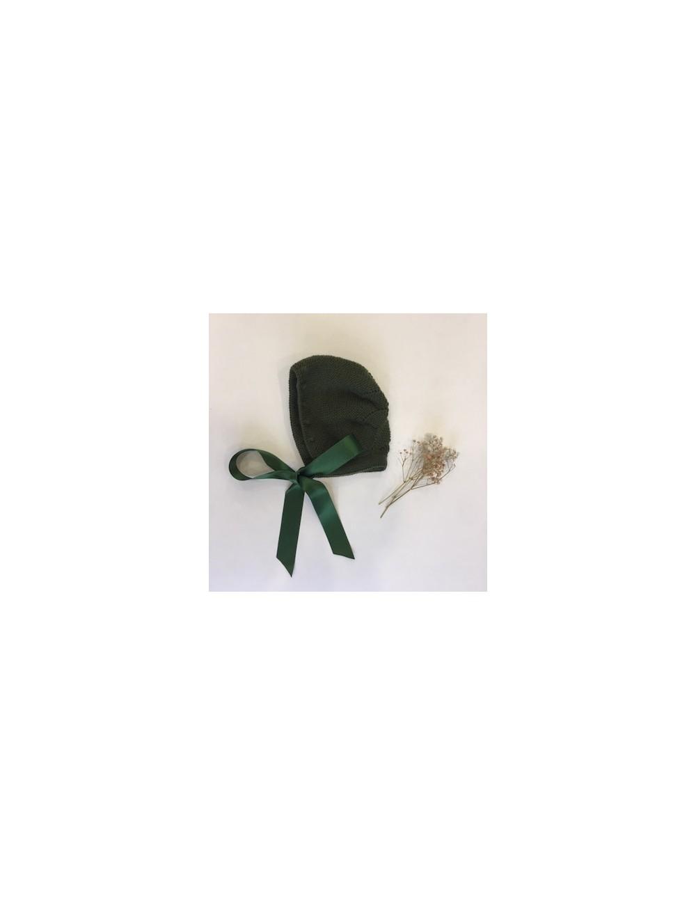 Capota tejida a mano color verde