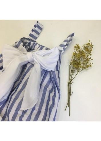 Pelele de lino de rayas azul marino y blanco con detalle de lazada en la espalda de la marca Pilar Batanero