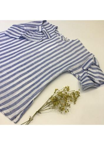 Blusa de lino de rayas azul y blanca con lazos en las mangas de la marca Pilar Batanero
