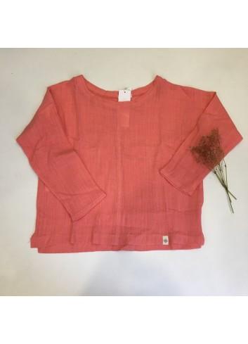 Blusa de lino color coral de la marca Pilar Batanero