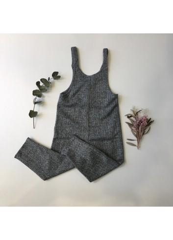 Mono de punto de espigas en tonos grises de la marca Pilar Batanero.