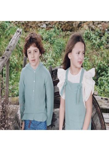 Camisa de bambula verde agua con capucha de la marca Mia y lia