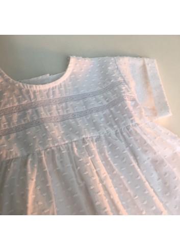 Blusa blanca de manga corta de plumetti del a marca Mia y Lia