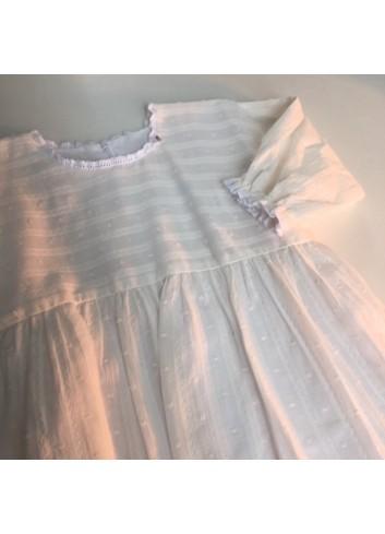 Vestido blanco de plumetti con manga francesa