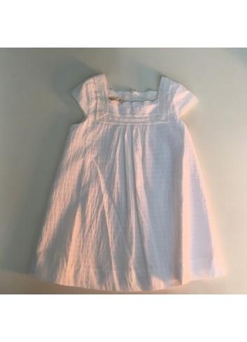 Vestido blanco sin mangas con puntillas en escote de la marca Mia y Lia