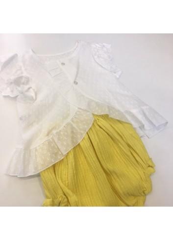 Conjunto formado por culetin amarillo y blusa de gasa con espalda cruzada de la marca Fina Ejerique