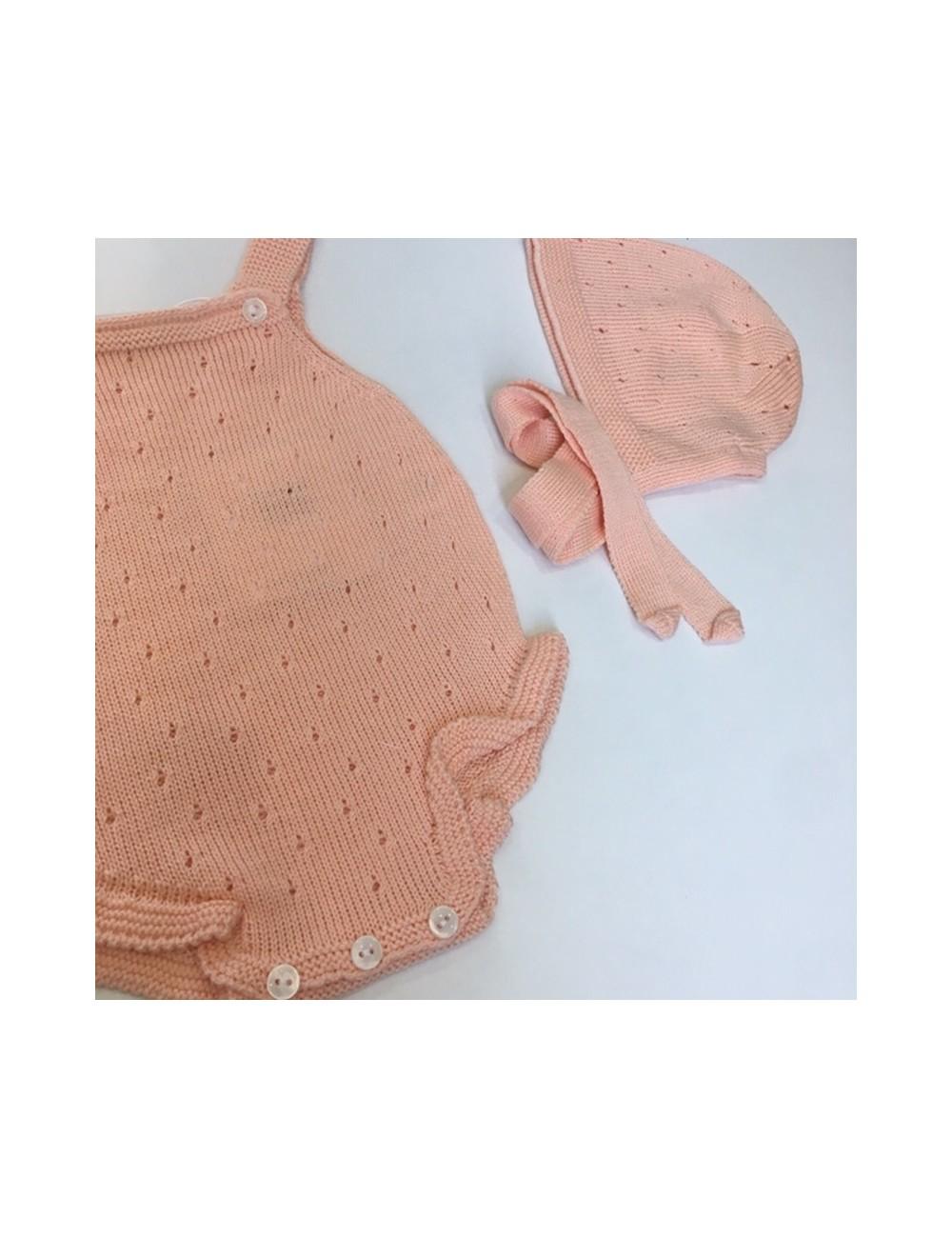 Ranita de punto calado con detalle de volantitos de punto color mandarina con capota a conjunto de la marca Paloma de la O