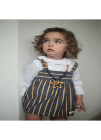 Pichi de punto, de rayas azul y mostaza con blusa de bambula blanca incluida de la marca Pilar Batanero